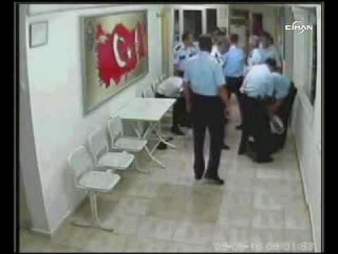 Türkiye Polis Karakolunda - Iskence-goruntuleri