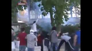 Taksim Gezi Parkı için Ankara Kızılay'da Polise Meydan Dayağı