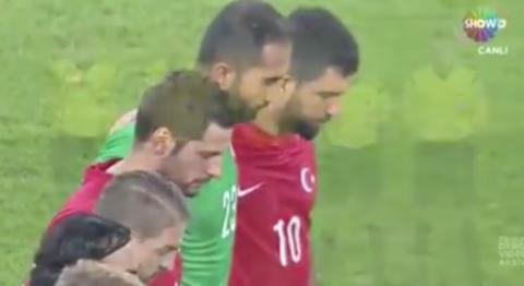 İnsanlık Konya Da Bir Kez Daha öldü Saygı duruşda tekbir  Türkiye Izlanda Maçı 13.10.2015